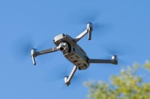 dji mavic zoom drone flying